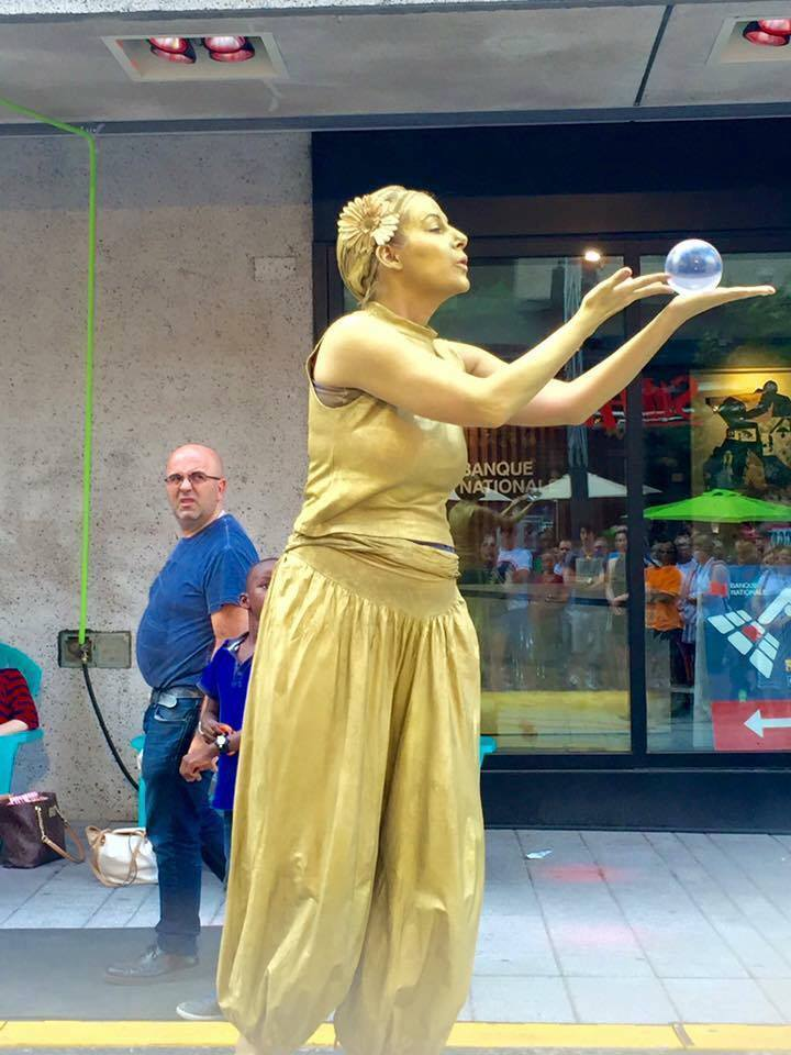 Goldie the Living Statue