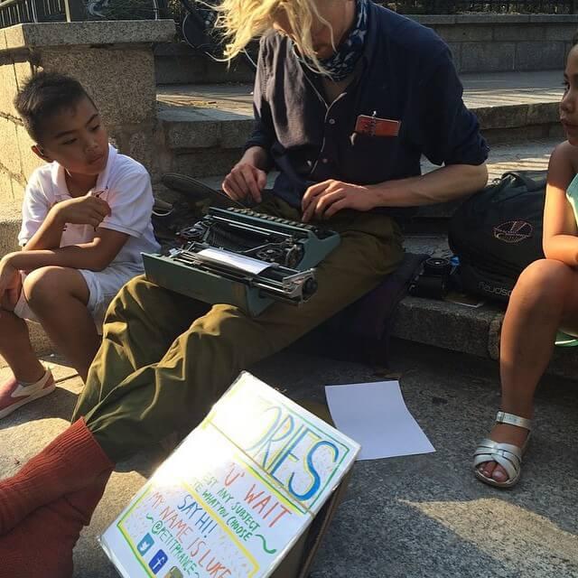 street-writing-in-paris-1